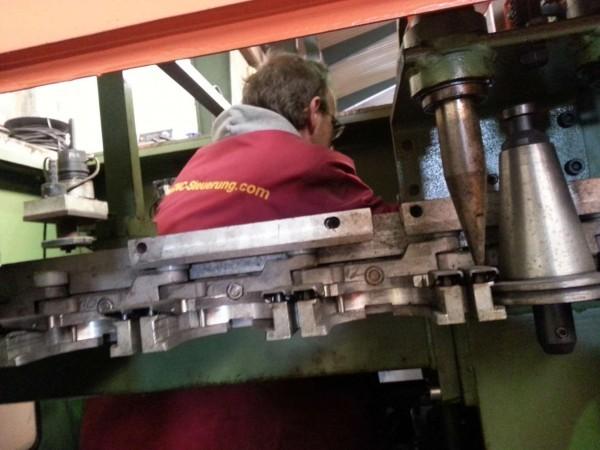 Werkzeugwechsler Makro zur Mach3 für einen Stama Kettenwechsler